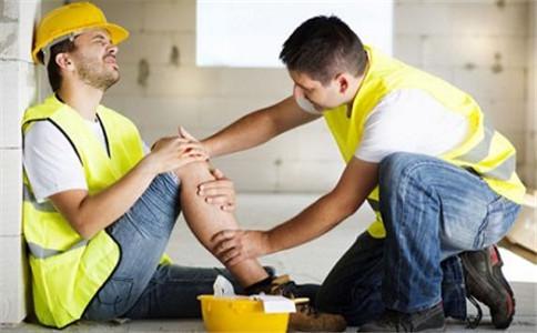 雇员帮工受伤谁应该赔偿